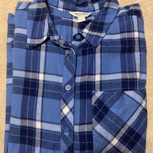 Juniors Arizona Plaid Shirt Blue Size L.